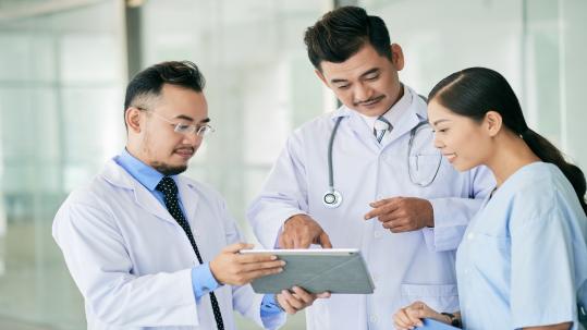 Image: Doctors on Ipad